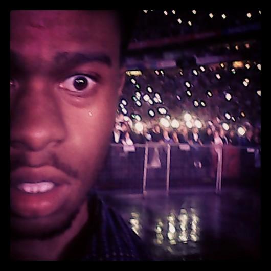 Yule Dark looks at the crowd image
