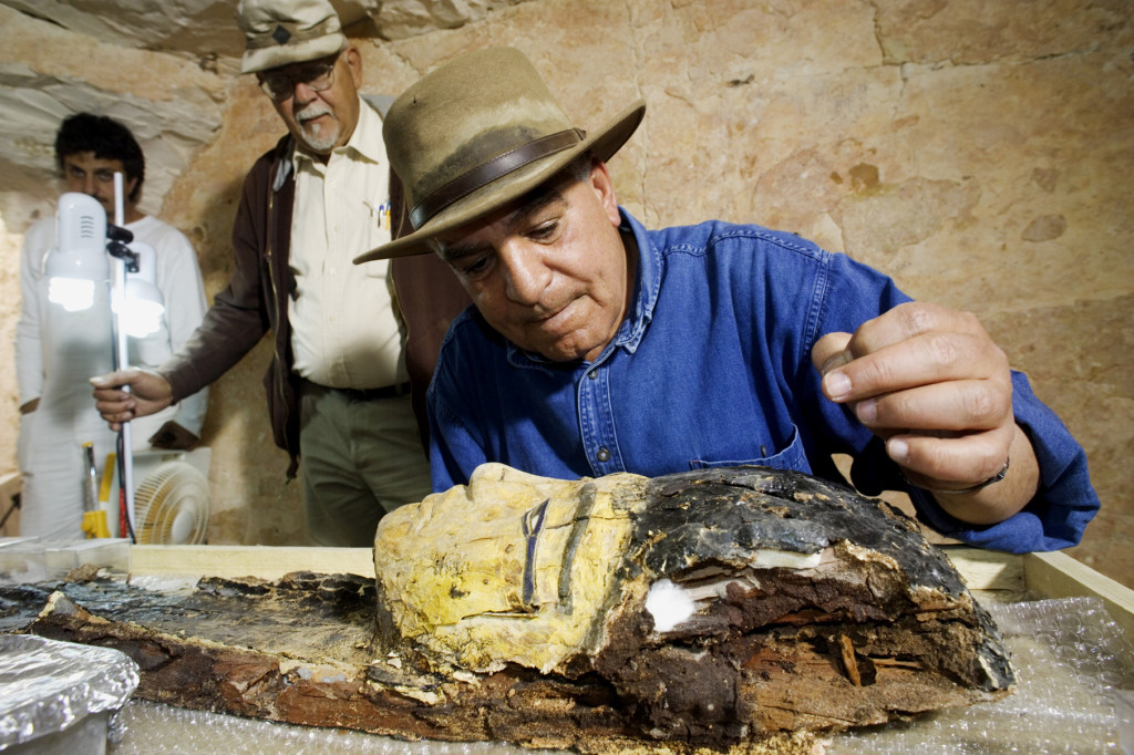 Dr Hawass at the tomb of Tutankhamun. Credit SC Exhibtions