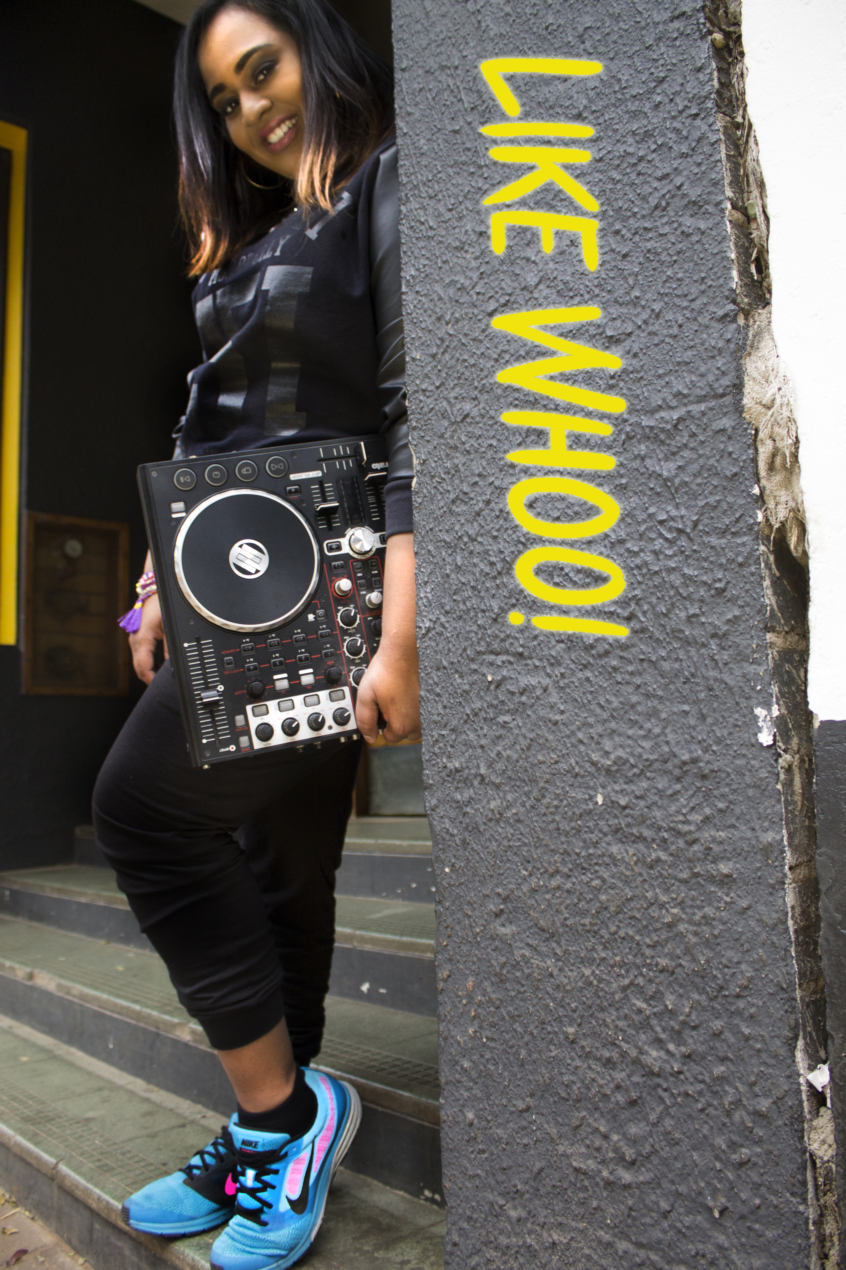 DJ Roxxi - Like Whoo